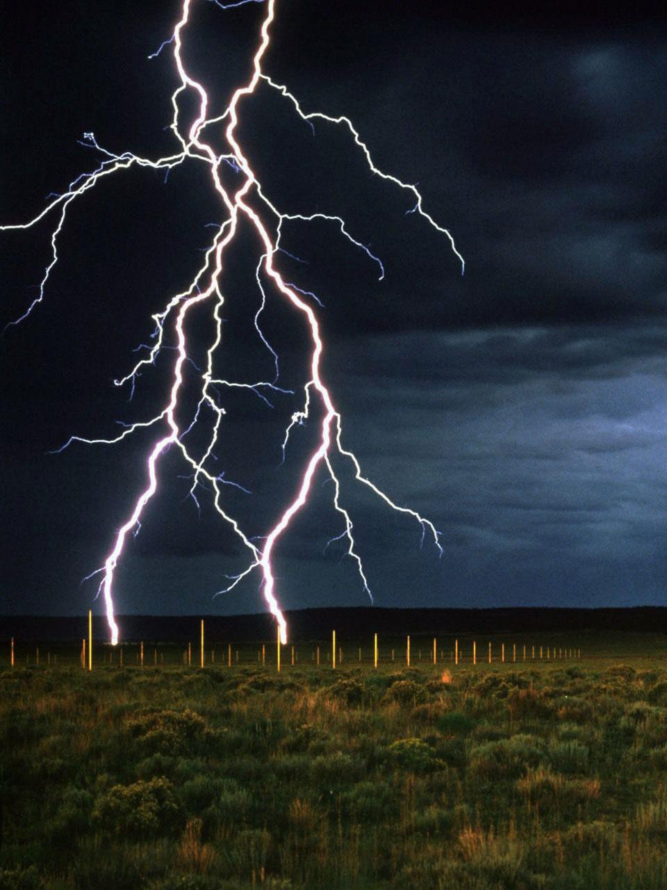 """Lo bello de la vida -(cap 4) Una tormenta -""""The Lightning Field, 1977 """" Walter De María"""