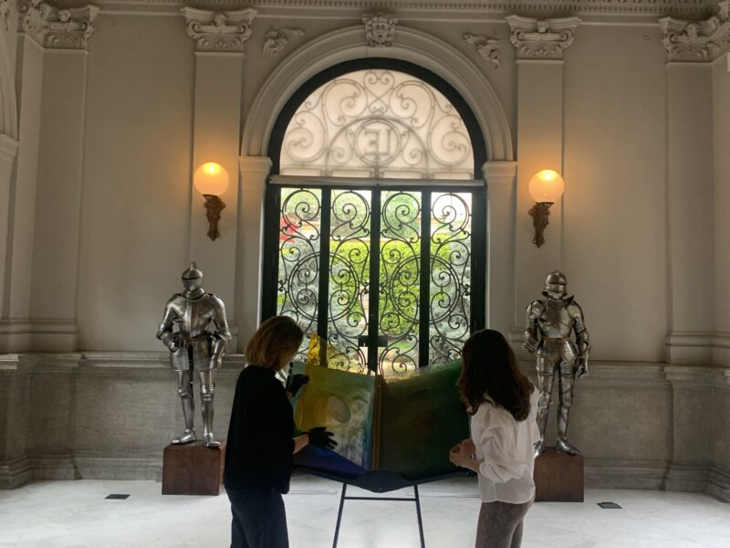 El libro de cristal de Olafur Eliasson, un santo grial del arte contemporáneo. Vídeo-entrevista desde el Museo Lázaro Galdiano